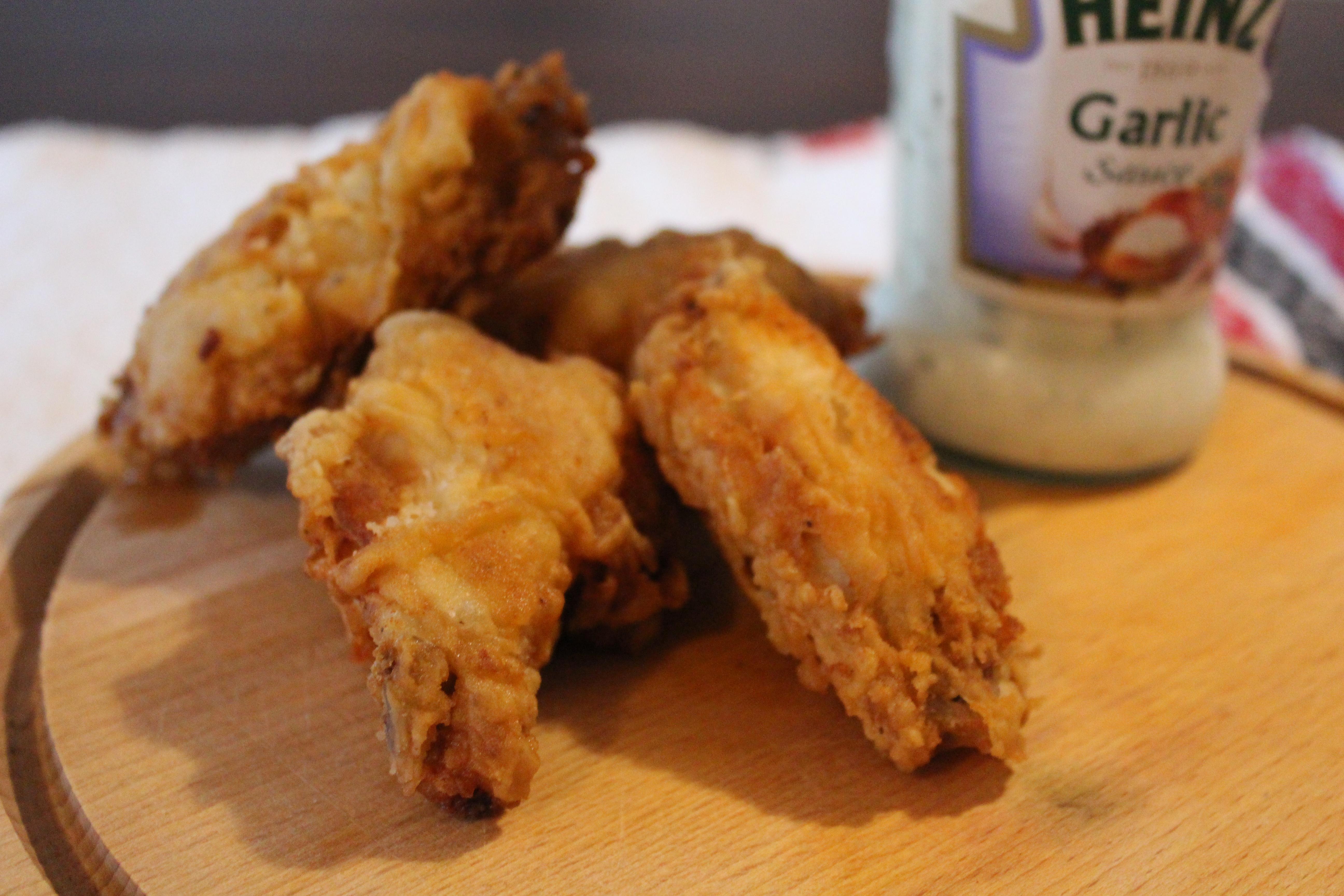 Aripioare de pui crocante (crispy chicken wings)